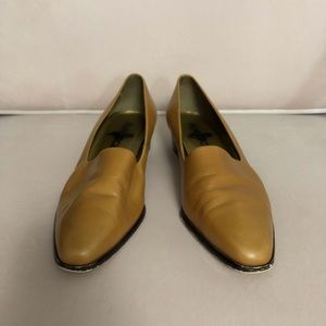 94d6d76b97f Hunt Club. Vintage Hunt Club camel leather shoes